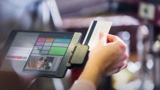 GK Software bietet Digitalisierungs-Lösungen für Einzelhändler an.