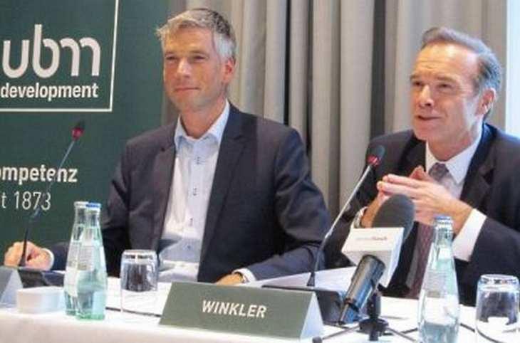 UBM-CEO Thomas Winkler und Vorstandskollege Martin Löcker auf einer Pressekonferenz im Rahmen der Expo Real in München. Bild und Copyright: Johannes Stoffels, 4investors.