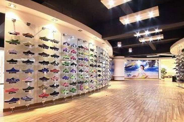 Nachdem zwei Vorstände die Konten leer geräumt haben und verschwunden sind, steht der Schuhhersteller Ultrasonic vor der Pleite.